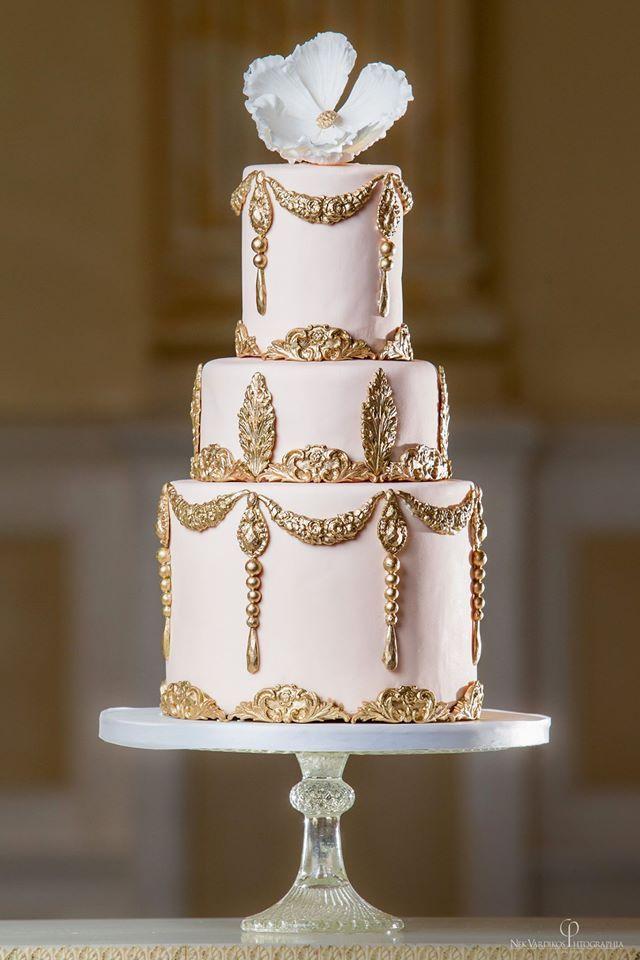 30   Gold Wedding Cake Ideas that Sweeten Your Big Day | http://www.deerpearlflowers.com/30-gold-wedding-cake-ideas-that-sweeten-your-big-day/
