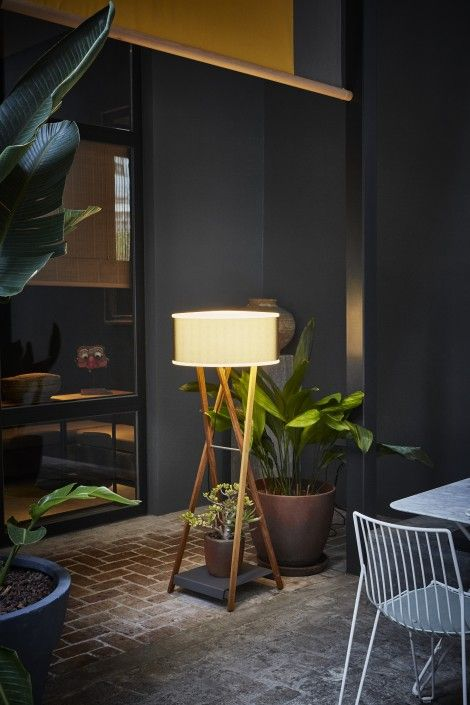 Creating a warm comfortable indoor atmosphere in an outdoor space the Cala, a highly decorative light structure draws on the simplicity of metal café tables or the painter's trestle. The rotary molded polyethylene shade is enclosed in a zipped Textilene sleeve, which filters the light and gives it a texture rich in nuances. It is …