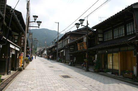 井波の古い町並み