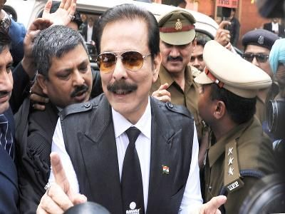 Deposit Rs 600 crore or surrender, Supreme Court to Sahara chief Subrata Roy