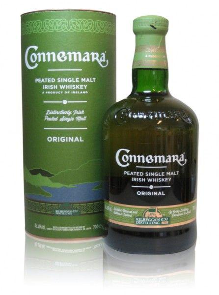 Ausgezeichnet als Bester Irischer Single Malt Whisky ohne Altersangabe bei den World Whisky Awards 2014!    Connemara ist ein waschechter Pure Pot Still Whiskey aus der noch jungen Cooley-Destillerie - gelegen im Westen Irlands. Cooley wurde erst im Jahr 1987 gegründet, sorgt aber mit ihrem Einfallsreichtum häufig für Überraschungen.  Für irische Whiskeys untypisch wurde dieser Malt mit über Torffeuer gemälzter Gerste gebrannt.   Aroma. Torfrauch und würziges Heidekraut, dann eine leicht…