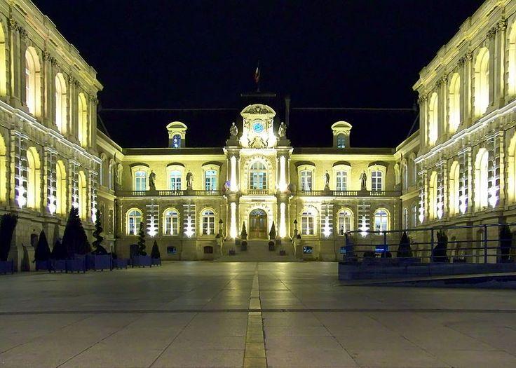 Amiens - Hotel de Ville de nuit - Amiens — Wikipédia