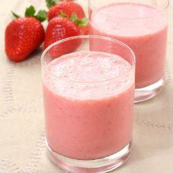 Suco vermelho antioxidante de morango e pêssego | Minha Vida