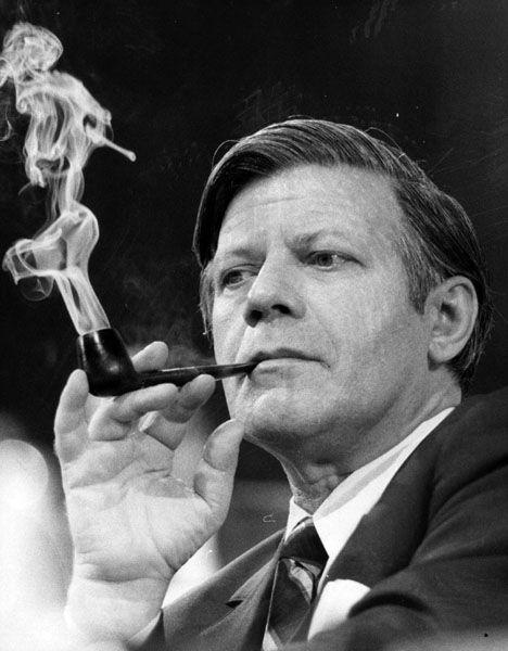 Helmut Schmidt: Von 1974 bis 1982 Kanzler, heute Ikone der alten westdeutschen Bundesrepublik