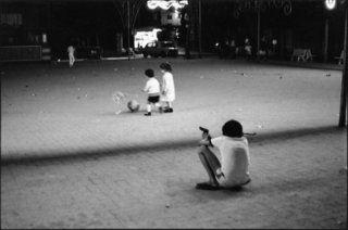 Catania, Italie, 1982. Jeux d'enfant.