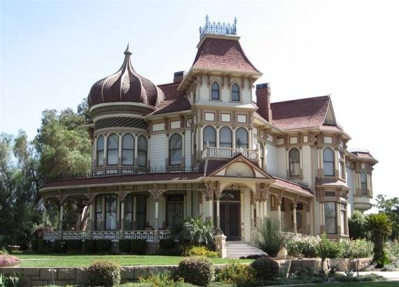 Ceci est une maison de style victorien référence historique on voit rarement des gens bâtir des maison de ce genre la aujourd'hui