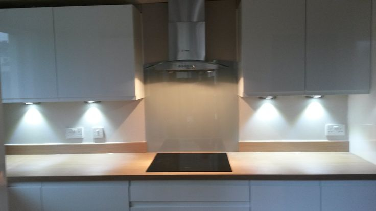 LED under lights with glass splash back at hob