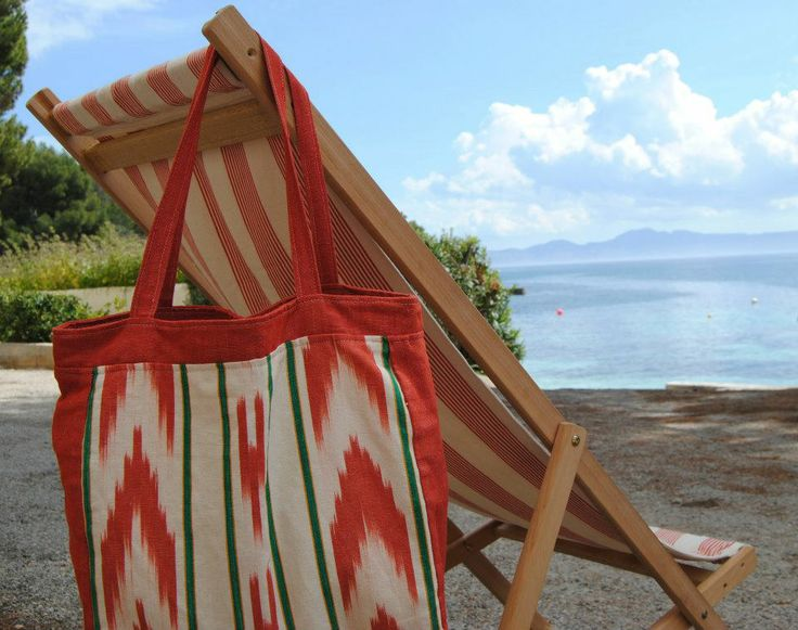 Summery deckchair and totebag with artisanal textiles. #mallorca #ikats