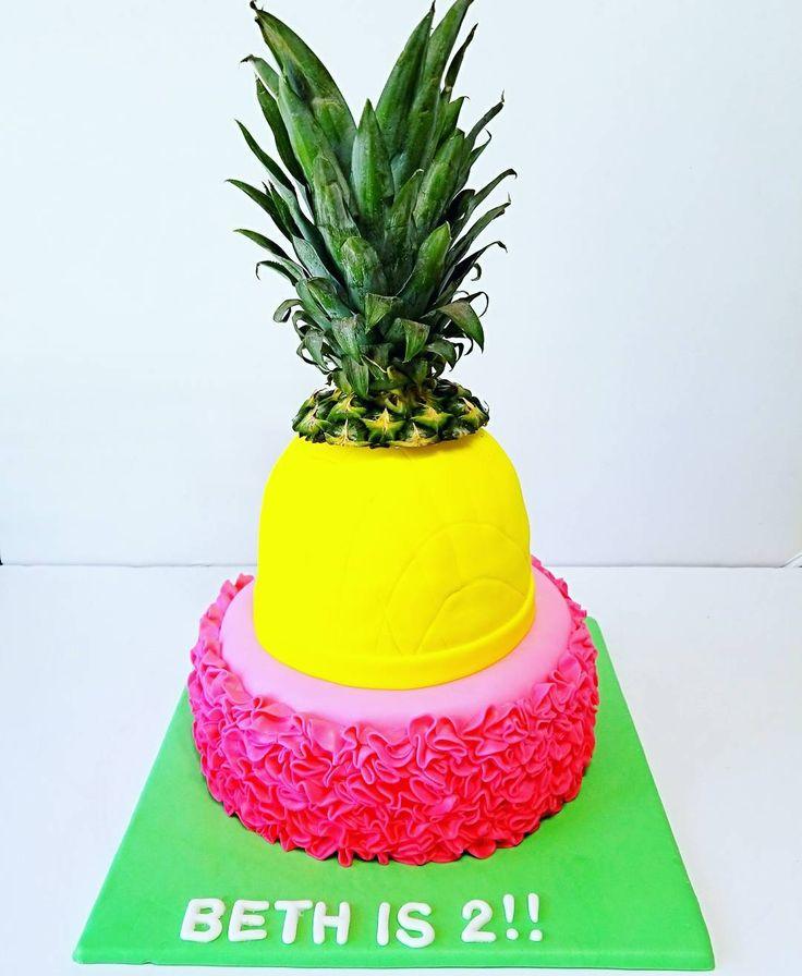 Bright pineapple flamingo cake
