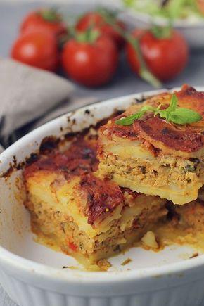 Musaca de cartofi cu carne tocata- un pranz sau o cina cu multe calorii, dar delicioasa. Cel mai potrivit sezon de savurat o musaca este iarna.