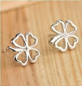 hot fashion Wholesale Fashion Vintage Personalized Cute Clover Pierced  Earrings Jewelry Accessories