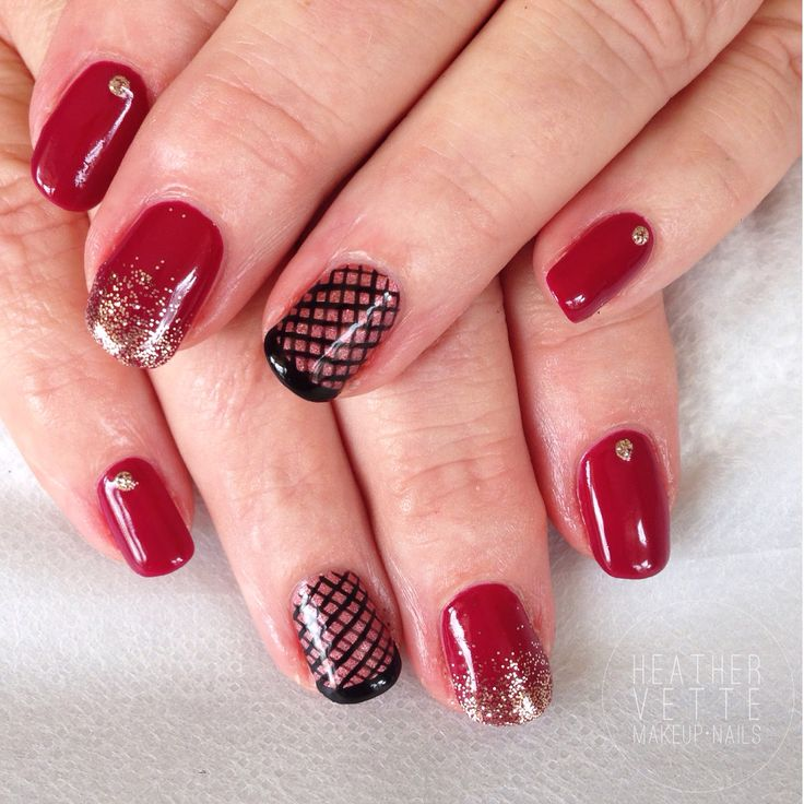 Blood red shellac with gold and 'fishnet' features