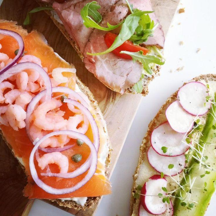 Smørrebrød van bierbostel met 3 smakelijke toppings! Niets lekkerder dan een frisse Pilsener 🍺 bij dit royaal belegde brood. http://bierliefde.nl/smorrebrod-bierbostel/