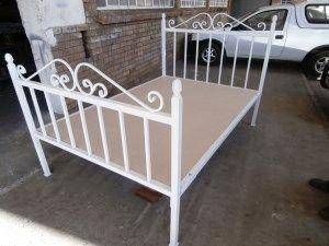 Isaure  #metalbeds #ironbeds #wroughtiron #wroughtironbed #wroughtironcrafts #daybed #wroughtirondaybed #irondaybed #metaldaybed