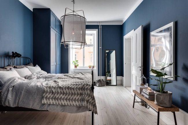 Suunnittelin alkuvuodesta makuuhuoneemme seinien maalaamista harmaan sävyllä, jota löytyy jo ennestään yhdeltä seinältä. Jostain sy...