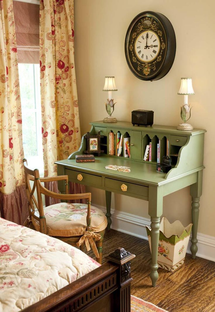 A place to write in a cottage bedroom..