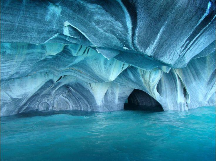 Grotte de marbre au Chili. Elle se situe à proximité du village de Puerto Rio Tranquilo au Chili, dans la commune de Coyhaique (Patagonie)