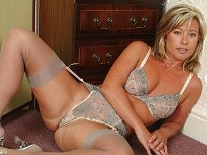 Glamour babe lingerie tease in sheer s kostenlose Pornos