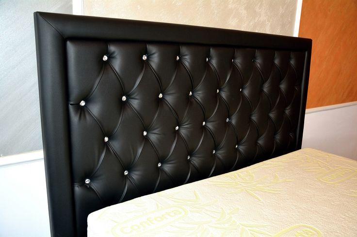 Linia de ansamblu a piesei de mobilier urmareste un stil boem ce se incadreaza cu usurinta in dormitoare mari si spatioase unde gradul de vizibilitate este crescut.