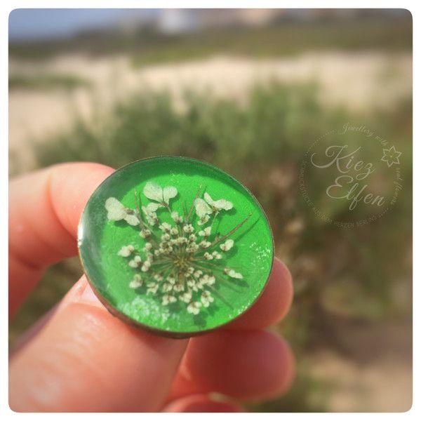 """Blütenschmuck - Brosche """"wilde Möhre"""" grün bronze rund - ein Designerstück von Kiezelfen bei DaWanda"""