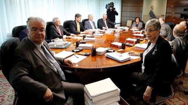 El Tribunal Constitucional suspende la ley regula el referéndum