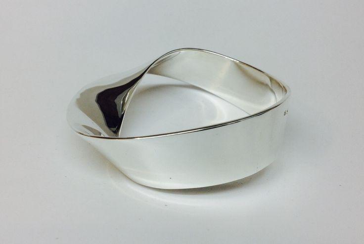 Large Möbius bangle