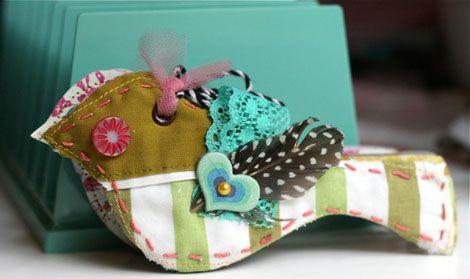 Mini Bird AlbumCrafts Ideas, Birdie, Crafts Album, Birds Album, Fabrics Birds, Crafts Birds, Awesome Fabrics, Album Lov, Birds Crafts