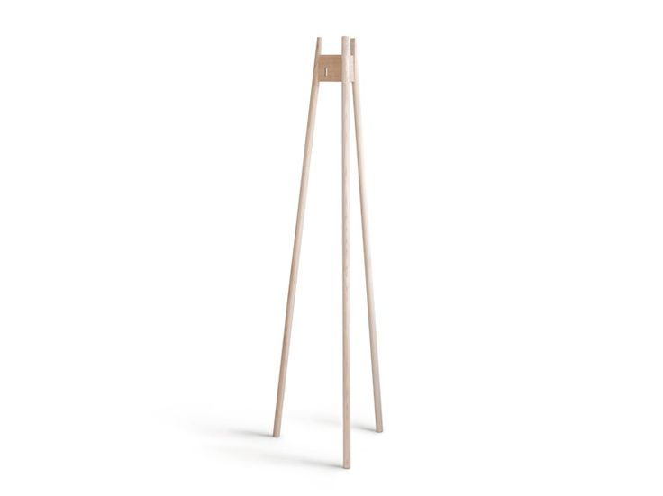 Standgarderobe aus Esche JRN1 by Nikari   Design Jenni Roininen