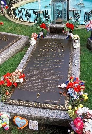 The King....Elvis' grave site in Graceland