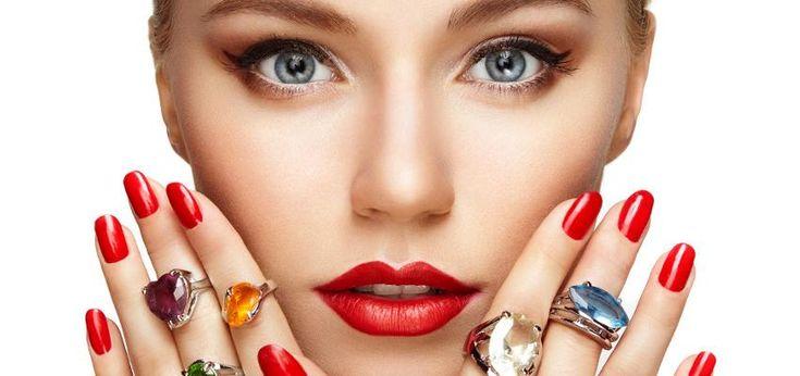Los anillo tienen significados distintos. Simbolizan compromiso, amistad y hasta definen tu forma de ser. Descubre una piedra para el anillo de cada dedo.