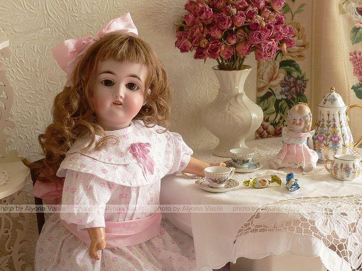 Мы любим антикварных кукол!