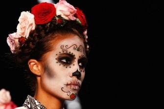 Totenköpfe, nackte Körper - Berlin Fashion Week eben! Wir haben die Trends von Designern wie Lena Hoschek, Hunkelmoeller und Kaviar Gauche.