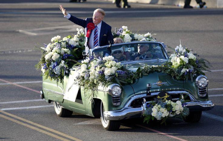2006 rose parade grand marshall | Hall of Fame broadcaster and Rose Parade grand marshall Vin Scully ...