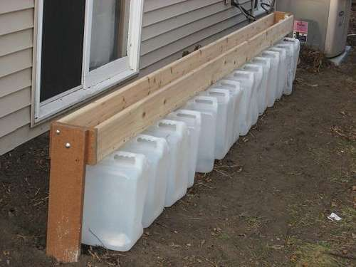 Gutter-less rain barrel for the garden