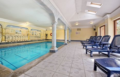 Large group of holiday apartments sleeping 5 to 90 with a sauna and pool, with easy access to the centre of London