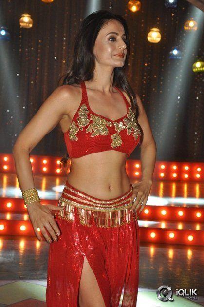 Ameesha+Patel+At+Aakatai+Movie+Hot+Song