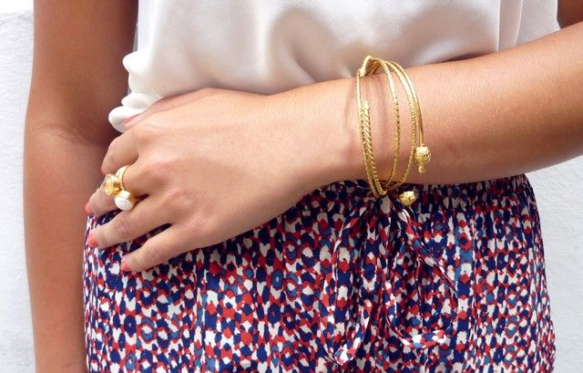 Alice look of the day - Gold stacking rings and animal gold bangles