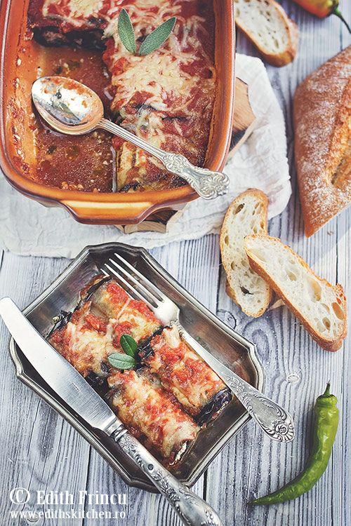 Rulouri de vinete cu sos de rosii - rulouri din felii de vinete prajite la gratar, umplute cu branza in sos de rosii cu usturoi