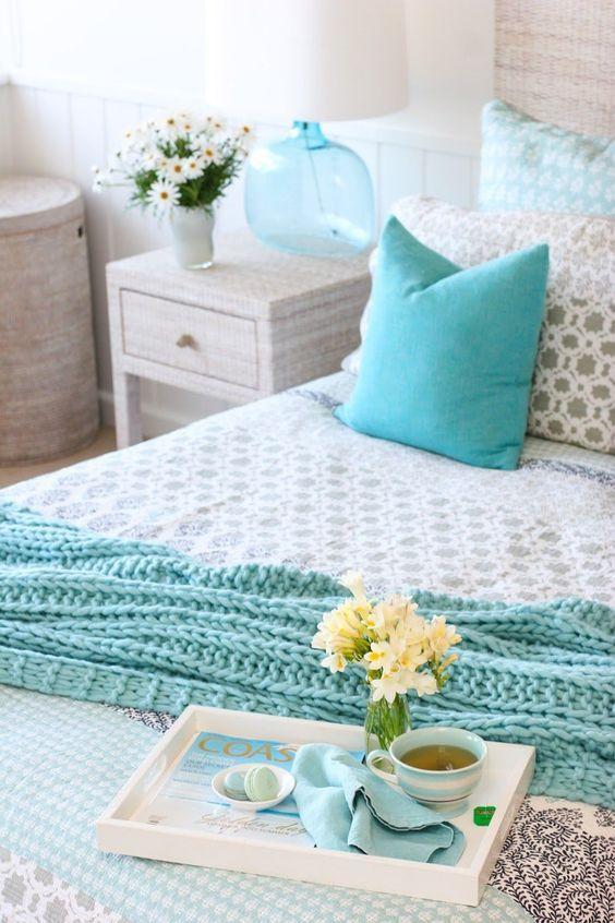 dreamy blue and white beach cottage style bedroom beachdecor rh pinterest com