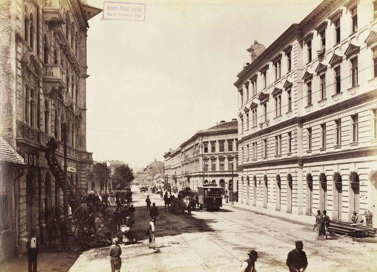 Népszínház utca a körút felé nézve, távolban a Népszínház épülete. A felvétel 1895 körül készült. A kép forrását kérjük így adja meg: Fortepan / Budapest Főváros Levéltára. Levéltári jelzet: HU.BFL.XV.19.d.1.07.091