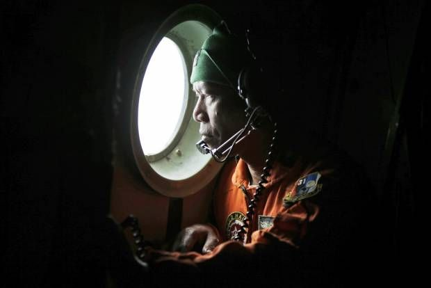 Pantang Menyerah Mencari Pesawat AirAsia QZ8501