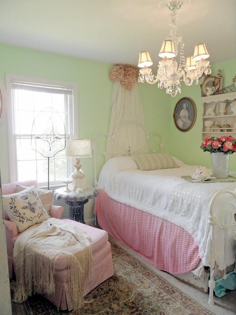 Pink, green & vintage - I love! - Shabby French Cottage: A Breath of Fresh Air. . .: Bedrooms Redo, Spare Bedrooms, Shabby Chic, Bedrooms Photos, Shabby Bedrooms, French Cottages, Bedrooms Green, Bedrooms Ideas, Beautiful Bedrooms