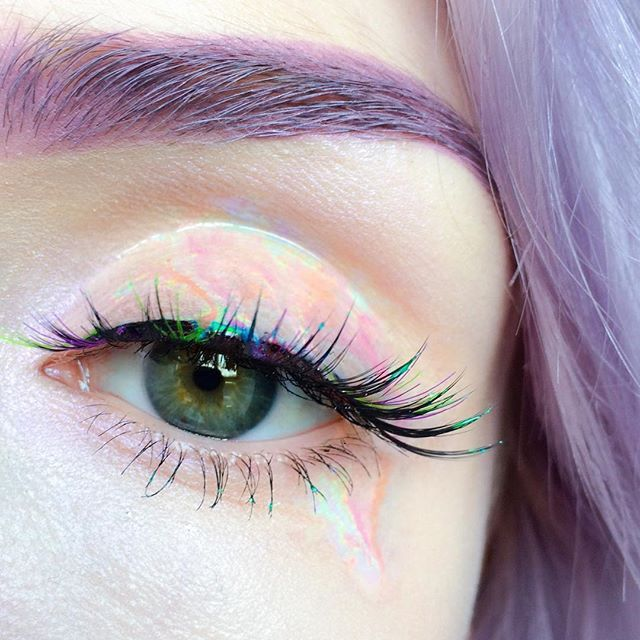 opalescent  || brow: @limecrimemakeup 'Moonstone' | lid: @sigmabeauty Lip Switch in 'Double Whammy,' 'Otherworldly,' 'Transcend,' 'Pink Lotus' & 'Flip-Flop' | @lashes: @sugarpill 'Precious' with coloured individuals added | highlight: @maccosmetics 'Soft Frost' ✌️️