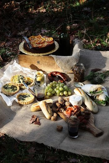 お弁当を作らずに好きな食材を詰め込んでピクニックに出かける。そんなラフな雰囲気も真似したいですよね。バケットにチーズ、ジャム、フルーツ・・・。それさえあれば美味しいサンドイッチが出来ちゃいます。