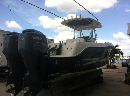 2008 Hydra Sports 2900 CC -Power: Engine Make: Yamaha Engine Type: F250 Number of Engines: Twin Fuel: Gad HP Each: 250 Engine Hours: 335 Drive Sys: Outboard Fuel Tank Capacity: 300 Gallon Systems: Pressurized Water, Cold Water, Charger, Shore Power, 2 Bilge Pumps, - See more at: http://www.caboats.com/used-boats/8958.htm