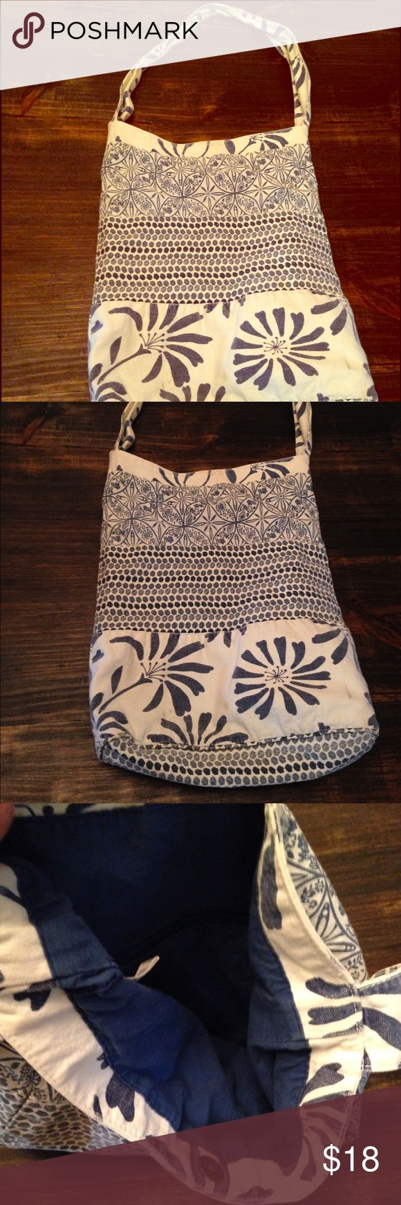 Old Navy Purse Hobo purse in fabulous condition, clean , appropriately 17 inches deep, button closure inside zipper pocket. Old Navy Bags Hobos