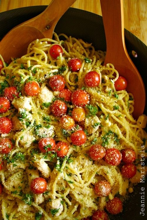 Summer Spaghetti in garlic sauce with herbs and lemon marinated chicken and cherry tomatoes