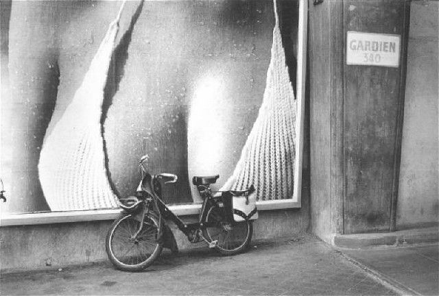 1952 - Vélo Solex / By Henri Cartier Bresson.