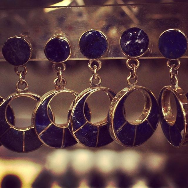 Aros de plata y lapislazuli. Local 62.