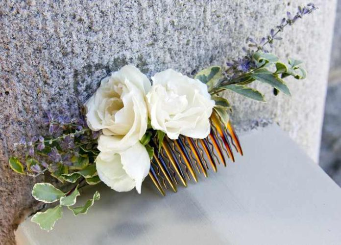 Completed your beach wedding theme with this fresh flowers for your hair comb | Wedding Vendors and Ideas | http://www.bridestory.com/j-kaymay-llc/projects/gallery-with-photos-from-almond-leaf-studio